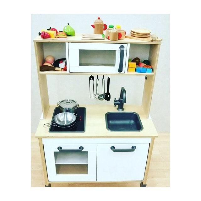 最近 、出品したばかりの スタッフおすすめ商品 IKEAのおままごとセットです! とっても本格的且つ可愛い  IHのところがイマドキです .  #はぴオク  #埼玉  #オークション  #おままごとキッチン