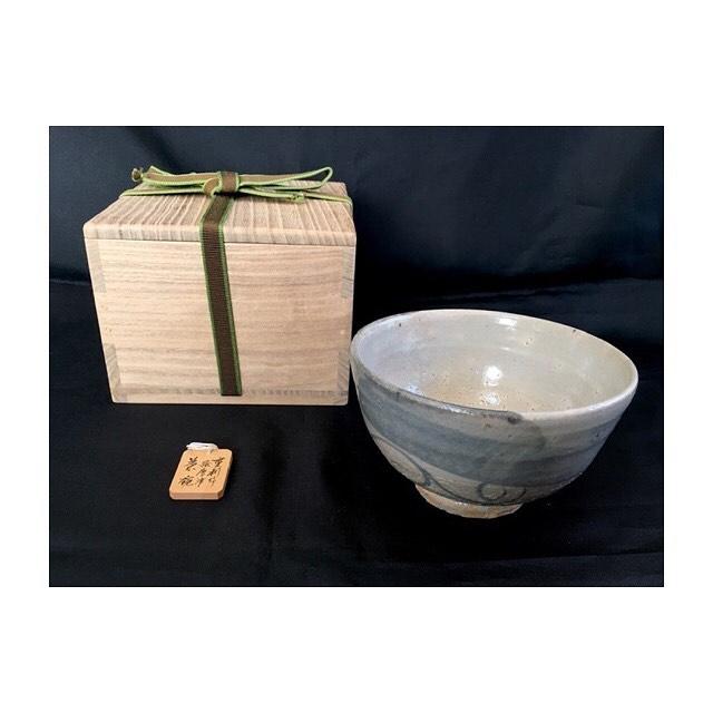 こんにちは、はぴオクです . 先日は、絵唐津の茶碗を 出品致しました^^ . とっても高級感があり 普段のお食事も特別美味しく 感じるかもしれません🤗 . #はぴオク  #オークション代行  #埼玉