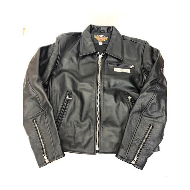 こんにちは︎ハピオクです! . ハーレーのジャケットを 出品しました(*'▽'*) . やや細身のシルエットに光沢感のある ブラックが渋く、オススメです︎ .  #はっぴーオークション  #ハピオク  #出品代行  #ハーレーダビッドソン  #深谷市  #レザージャケット