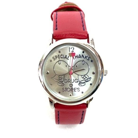 こんにちは★ 本日メルカリにて、ドラッグストアーズの腕時計を出品しました️ 可愛い子豚さんモチーフの腕時計です 使用感もなく、電池交換済みですので届いたその日からお使いいただけます️ ぜひチェックしてみてくださいね🤩