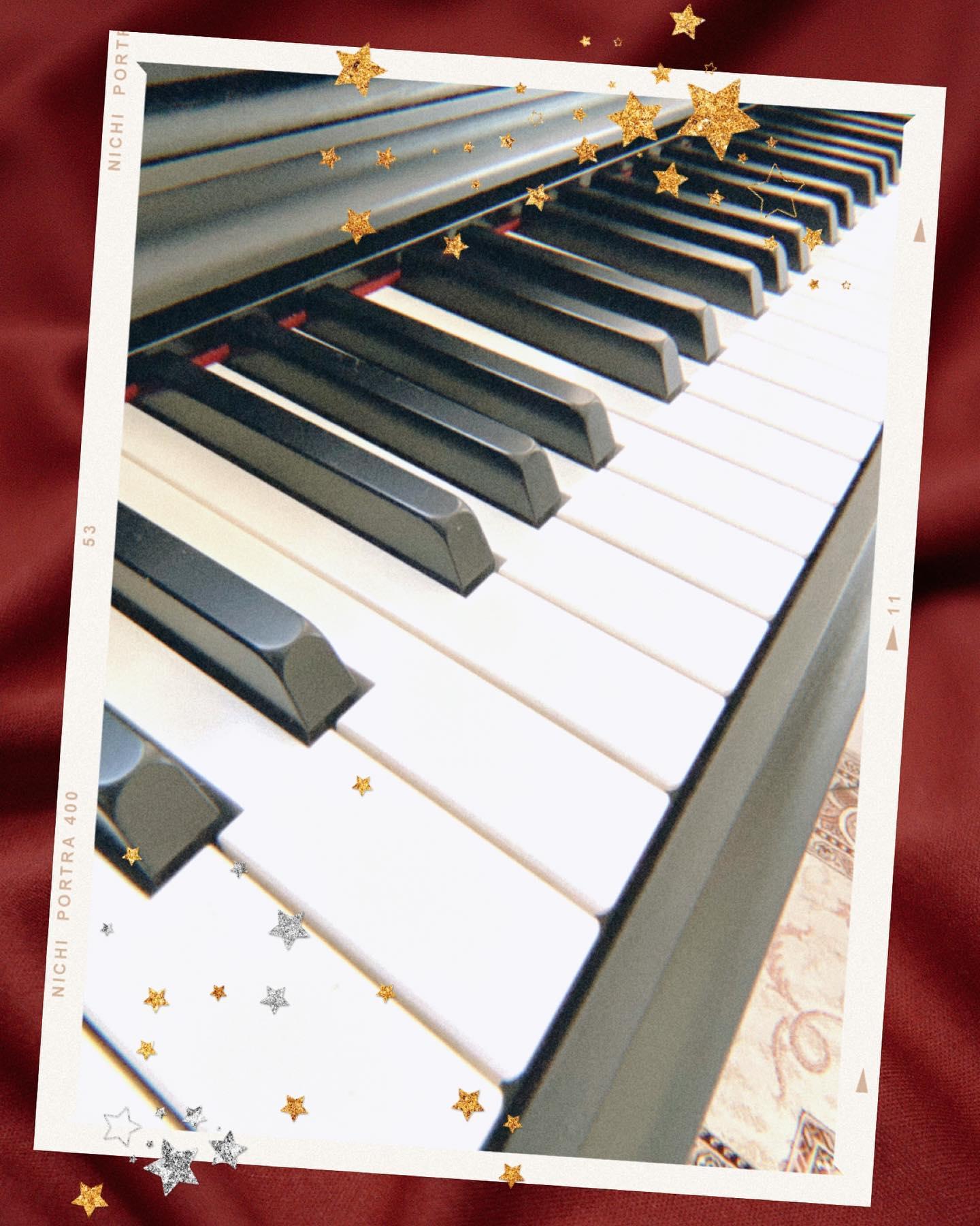 青空の下…響くピアノの音…なかなか風情がありますね  そんな本日の目玉商品は  CASIOの電子ピアノ🥳 表現力を引き出す、豊かでバランスの取れたピアノ音『リアル・グランド・エクスプレッションスタンダードⅡ音源』 最大同時発音数も192音に改良し、ペダルの使用や音数の多い曲でも自然に響き、本格的な演奏や日々のレッスンでもストレスなく演奏頂けます️  グランドピアノのタッチ感を忠実に再現した『グレードハンマー3鍵盤』 低音域では重く、高音域では軽く感じるピアノ本来の鍵盤タッチまで忠実に再現しております  電子ピアノなのに本格派😀️ アパートでも置けるサイズなので、お子様の習い事や趣味に始めたい方にもうってつけです₍ᐢ⑅•ᴗ•⑅ᐢ₎♡  ぜひぜひ一度はっぴーオークションで検索してみてくださいね(⑅•ᴗ•⑅)◜..°♡